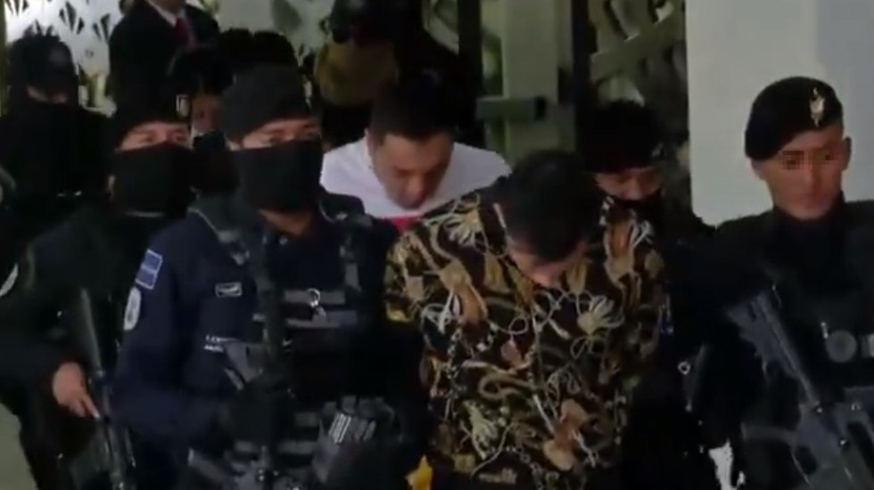 Liberan a 'El Alexis', presunto líder de La Unión Tepito - Detención de 'El Alexis', otro hombre y dos mujeres. Captura de pantalla