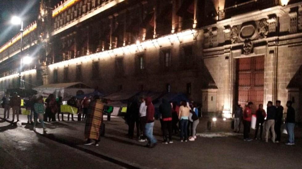 Normalistas protestan en Palacio Nacional - Foto de Reporteros Unidos