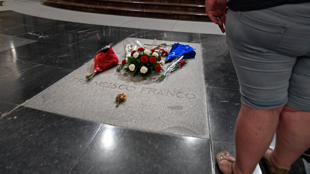 Trasladarán restos de Francisco Franco a cementerio español El Pardo - Francisco Franco tumba