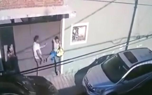 #Video Hombre golpea a mujer en Iztacalco - Captura de pantalla