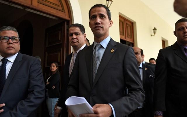Juan Guaidó condena agresiones contra periodista polaco - Juan Guaidó regresa a la Asamblea Nacional Venezolana