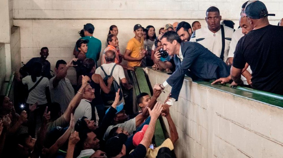 "Guaidó activa la ""Operación Libertad"" para sacar a Maduro del poder - Foto de @jguaido"