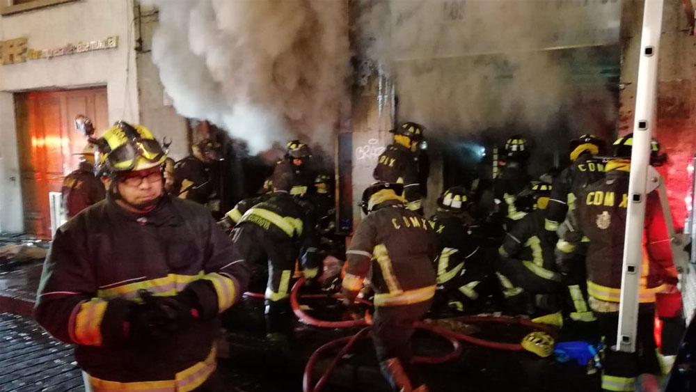 Incendio en negocio del Centro Histórico - Foto de @vialhermes