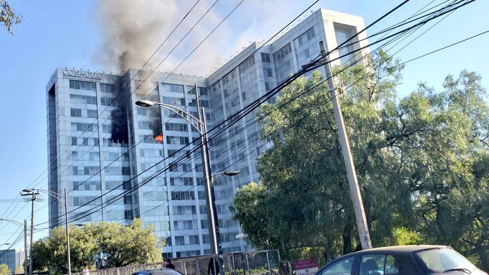 Incendio en edificio de Conagua en Insurgentes. Noticias en tiempo real