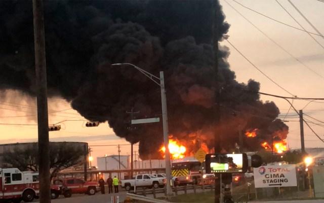 Se intensifica incendio en planta de Texas - Foto de Francisco Villalobos