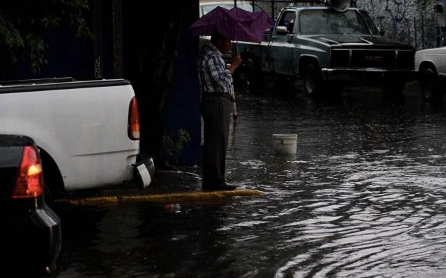 Lluvia deja inundaciones en Iztapalapa - Foto de Notimex