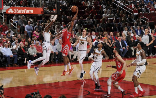 Harden aplasta a Nuggets; Spurs vencen a Cavs en noche histórica para Ginóbili - Foto de Houston Rockets