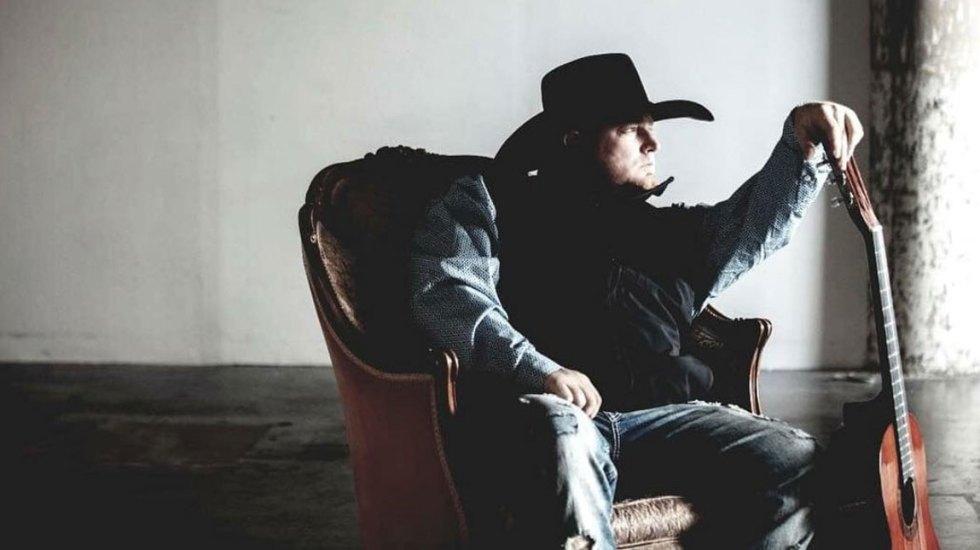 Muere cantante de country tras dispararse accidentalmente durante rodaje - Foto de Justin Carter/Instagram