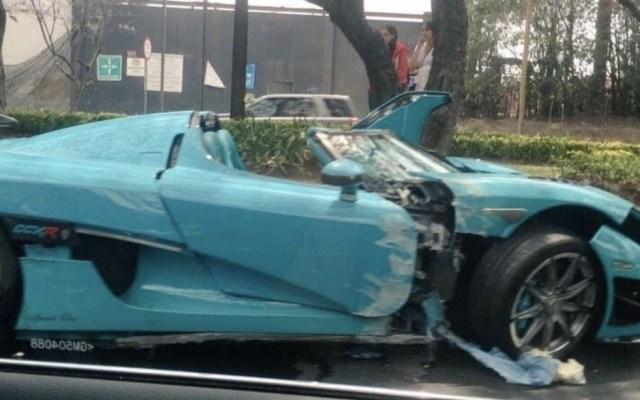 Un conductor chocó un auto Koenigsegg CCXR Special One en Paseo de la Reforma, modelo valuado por los especialistas en 30 millones de pesos - Foto de @joseSps