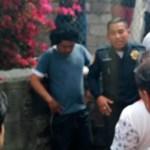 Rescatan de linchamiento a presunto acosador en Tlalpan - Foto de Basta