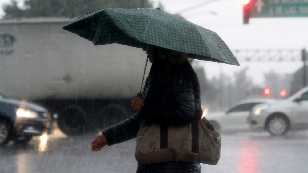 Llueve en cinco alcaldías; Metro con marcha lenta en 10 líneas. Noticias en tiempo real