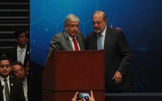 AMLO anuncia que Carlos Slim se retirará durante su sexenio - López Obrador y Carlos Slim en evento de ingenieros. Foto de Notimex