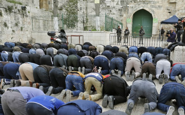 Palestinos denuncian escalada de Israel contra mezquita de Jerusalén - Foto de AFP