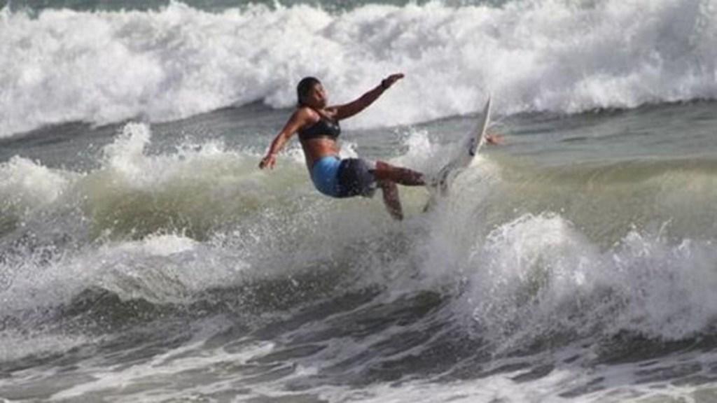 Muere surfista alcanzada por un rayo en Brasil - campeona de surf rayo brasil