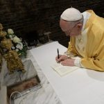 Papa firma Exhortación Apostólica para jóvenes en Santuario de Loreto - Papa Francisco firma Exhortación Apostólica. Foto de Vatican News