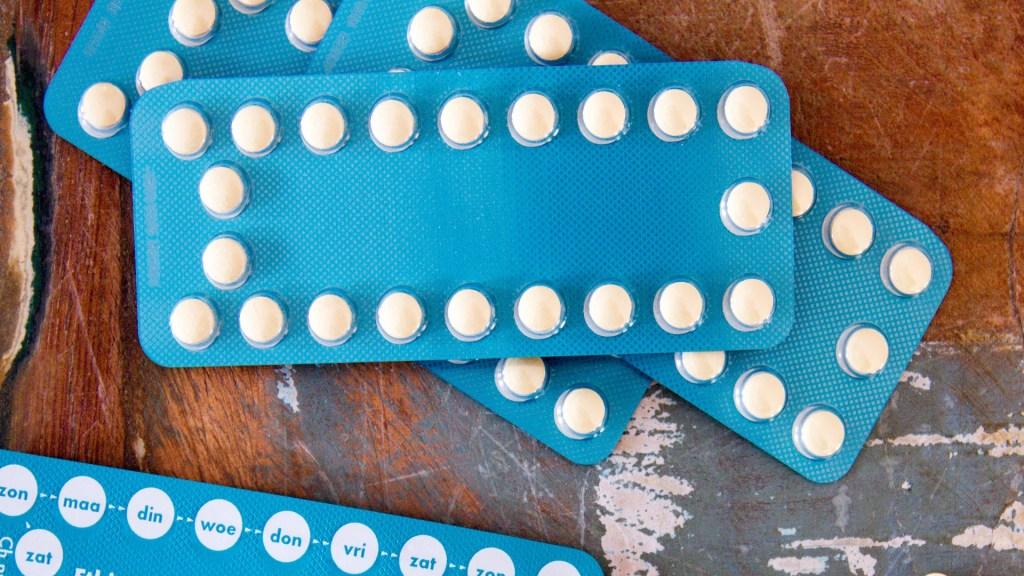 Permiten a empresas de EE.UU. negar anticonceptivos a trabajadoras por motivos religiosos - Pastillas anticonceptivas. Foto de Simone van der Koelen / Unsplash