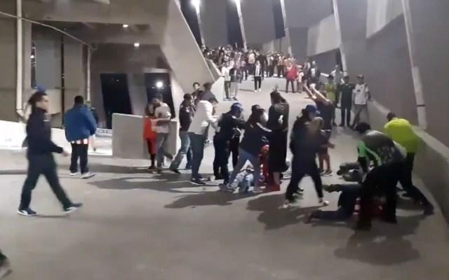 #Video Enfrentamiento a golpes entre aficionados de América y Chivas - Captura de pantalla