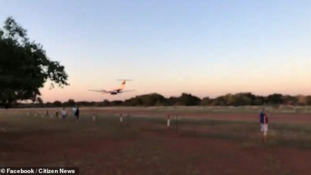 #Video Piloto estrella avión pequeño contra edificio para matar a su esposa - Foto de Facebook