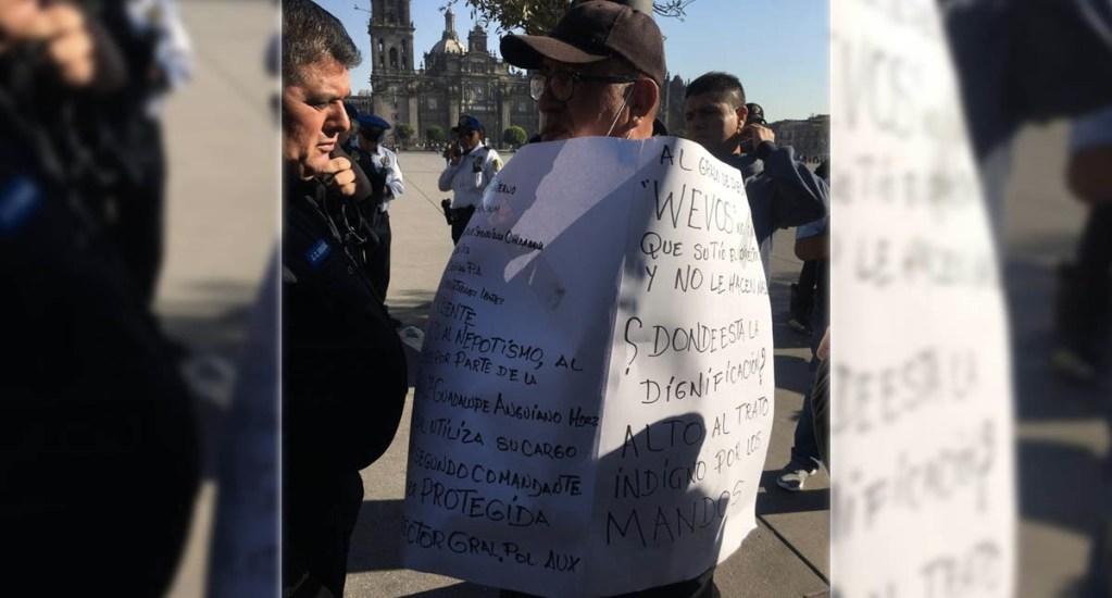 Policía se encadena en el Zócalo para manifestarse por maltratos. Noticias en tiempo real
