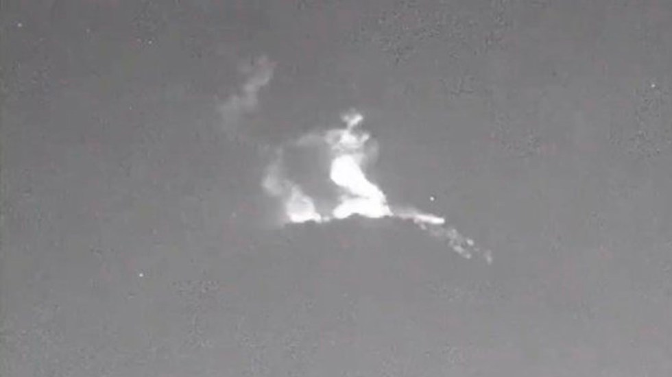 Popocatépetl emite ceniza y material incandescente - Foto de @webcamsdemexico