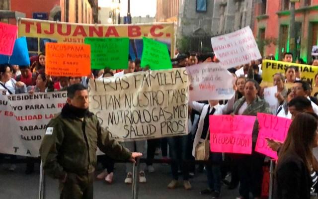 Ex trabajadores de Prospera protestan en Palacio Nacional - Foto de @marariveraa