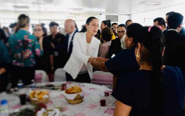 Sánchez Cordero, Müller y Sheinbaum visitan a reclusas de Tepepan - Sheinbaum con reclusas de Tepepan. Foto de @elsolde_mexico