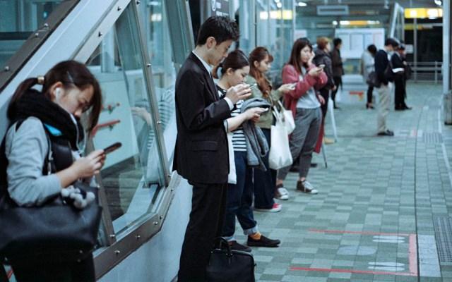 Smartphones provocan más cansancio y menos productividad: estudio - Foto de Jens Johnsson para Unsplash