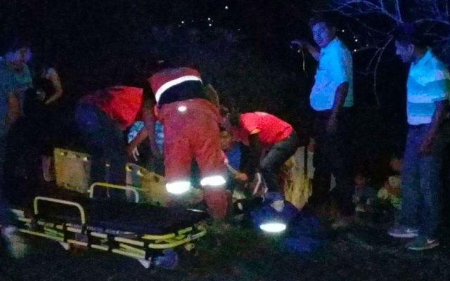 Vuelca familia y menor muere en La Montaña de Guerrero - Foto de Quadratín