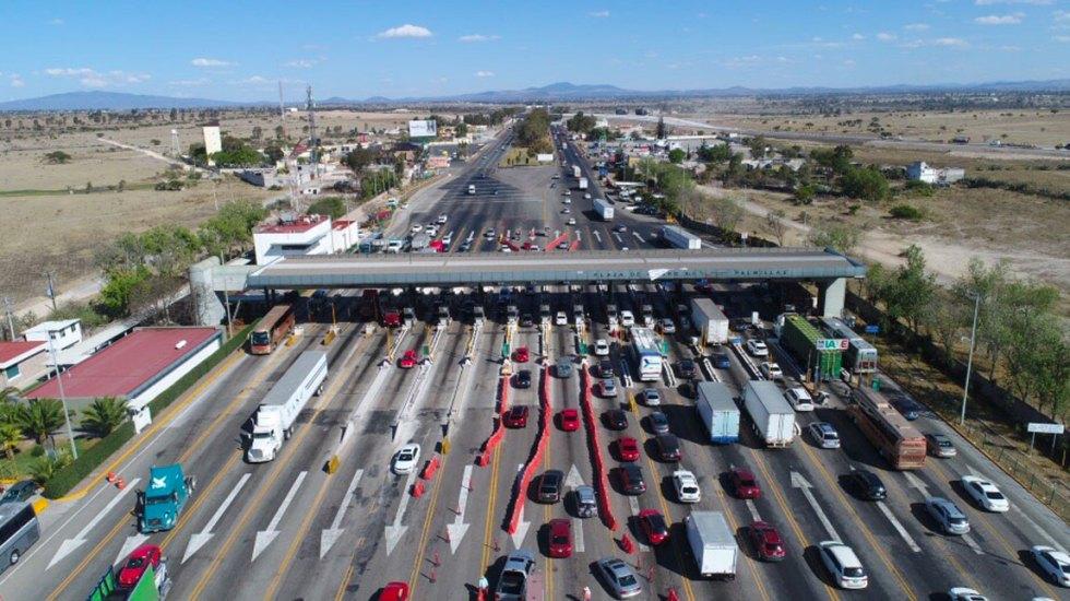 Intenso aforo vehicular en la México-Querétaro por salida de vacacionistas - Foto de Rotativo de Querétaro