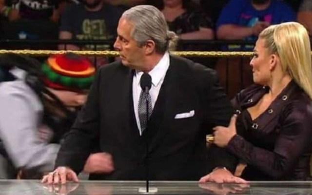 "#Video Fanático embiste a Bret ""The Hitman"" Hart - Bret The Hitman Hart fanático"