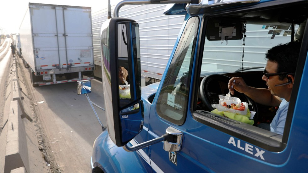 Retrasos en frontera dejan pérdidas de 800 mdd diarios: Concamin - Camiones Frontera Estados Unidos Tijuana retrasos