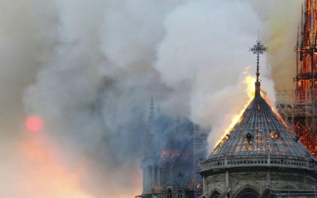 Marcelo Ebrard lamenta incendio de la catedral de Notre-Dame - Incendio Catedral de Notre Dame en llamas. Foto de AFP