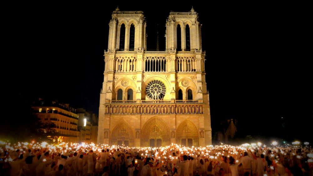 Una cadena humana salvó reliquias del incendio en Notre Dame