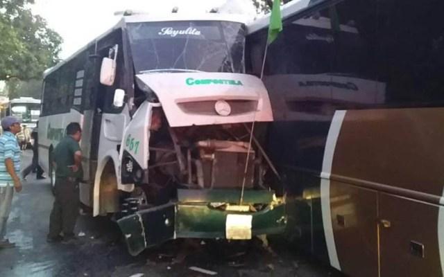Choque entre camiones en Bahía de Banderas deja un muerto - Choque entre camiones en Bahía de Banderas. Foto de @pcybdebadeba
