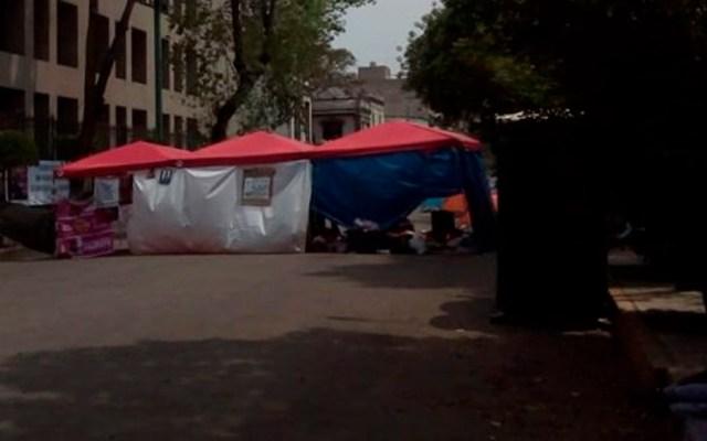 Continúa cierre en inmediaciones de Segob - manifestantes bucareli