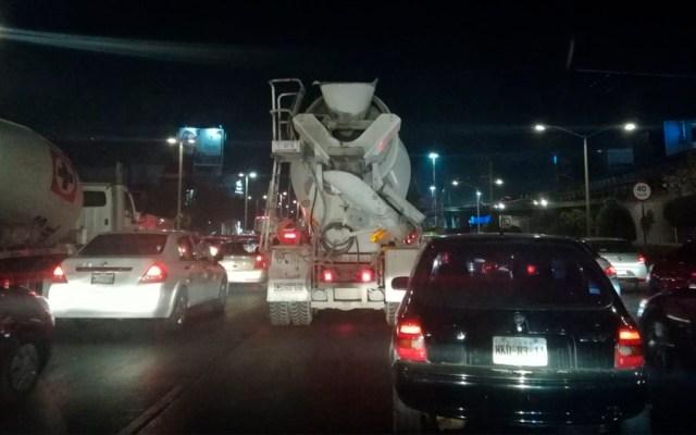 Caos por cierre de carriles centrales en Circuito Interior - Foto de @Soymemomartinez