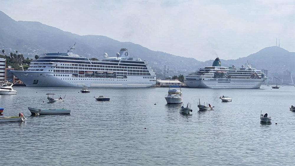 Arriban dos cruceros a Acapulco con mil 872 personas - Foto de @HectorAstudillo