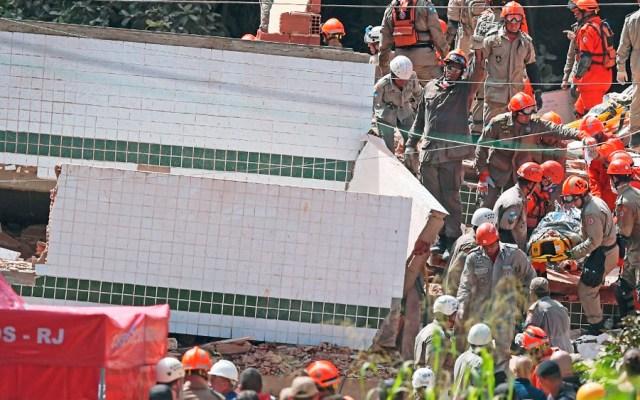 Suman 10 muertos tras derrumbe de edificios en Río de Janeiro - Foto de AFP