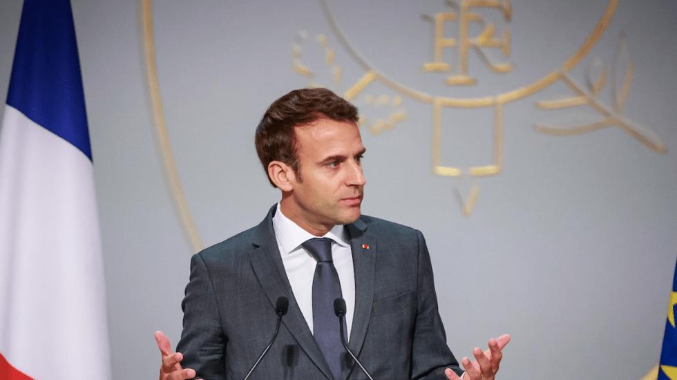 Macron prepara mensaje para chalecos amarillos que se pospuso por incendio - Foto de AFP