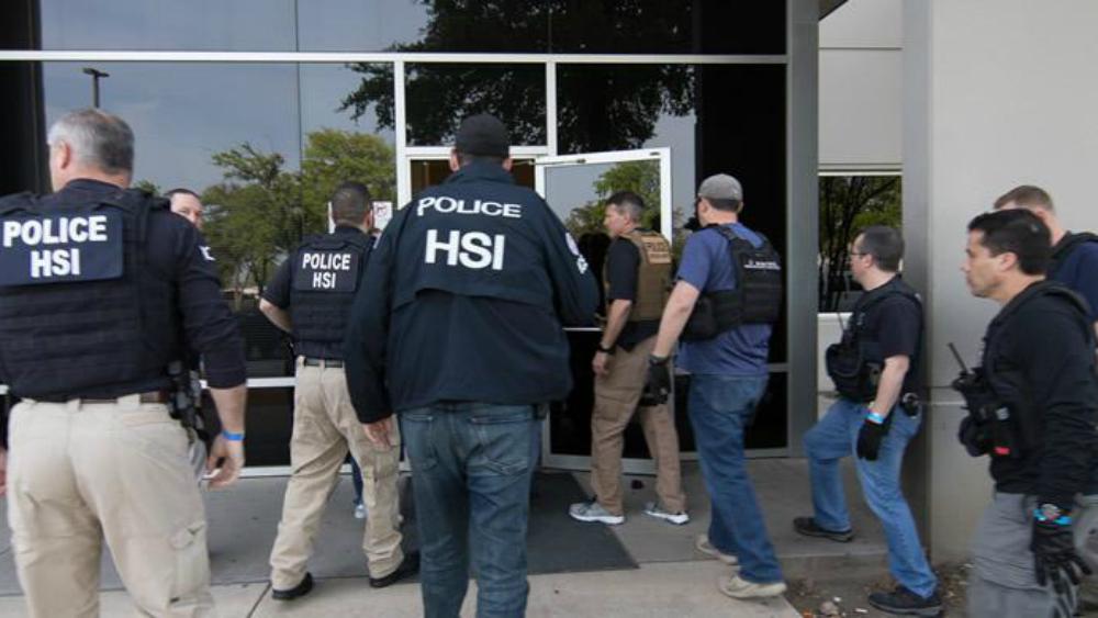 Arrestan a 280 empleados ilegales en una empresa de Texas