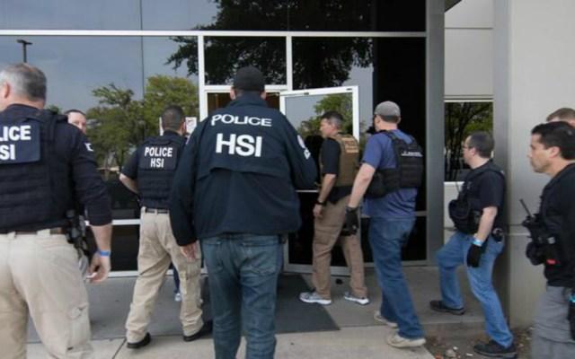ICE arresta en Texas a 280 presuntos trabajadores indocumentados en redada - Foto de ICE