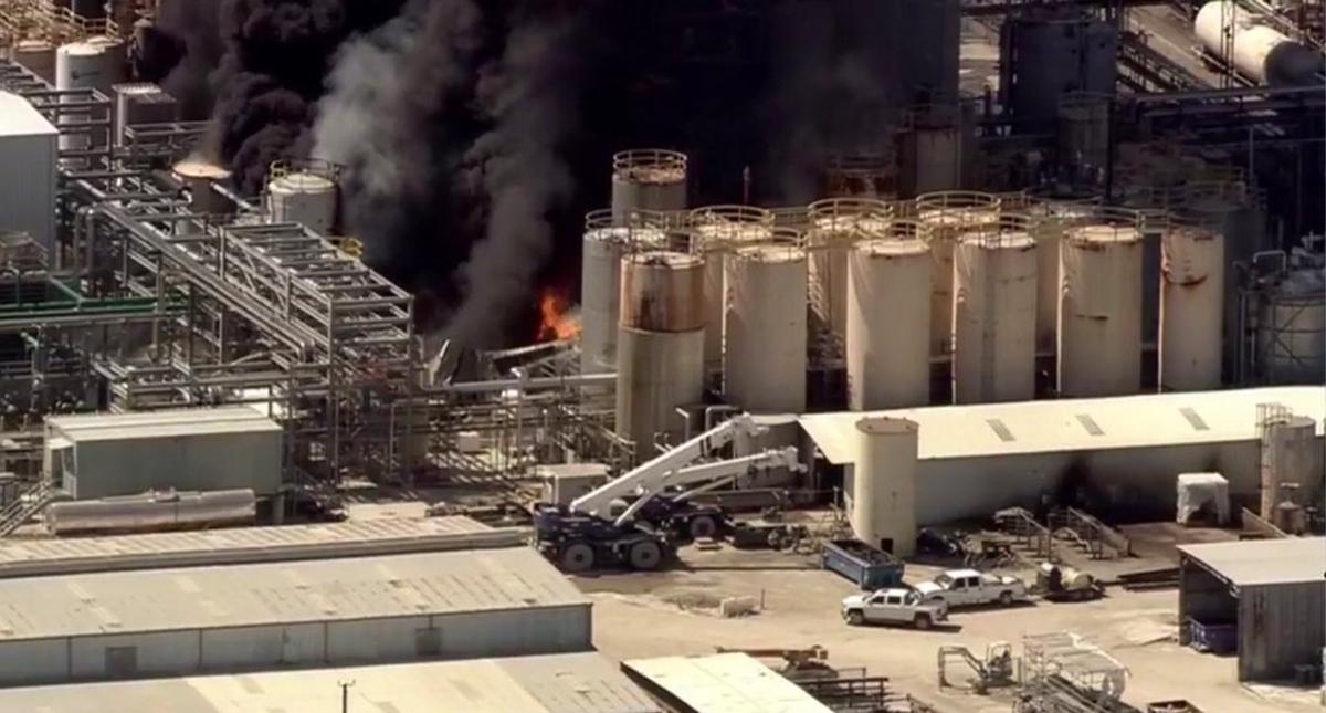 #Video Incendio en planta química en Texas
