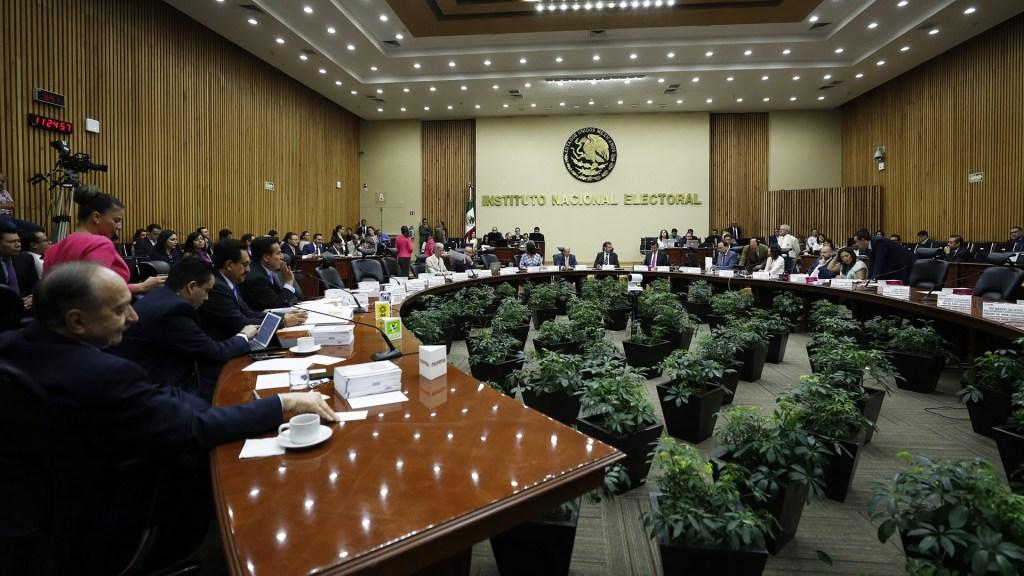 Comienza ajuste de nómina a funcionarios del INE - INE. Foto de Notimex