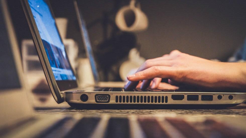 'Apagón de internet', la caducidad de un certificado que podría afectar dispositivos en todo el mundo - apagón de internet Persona con acceso a internet