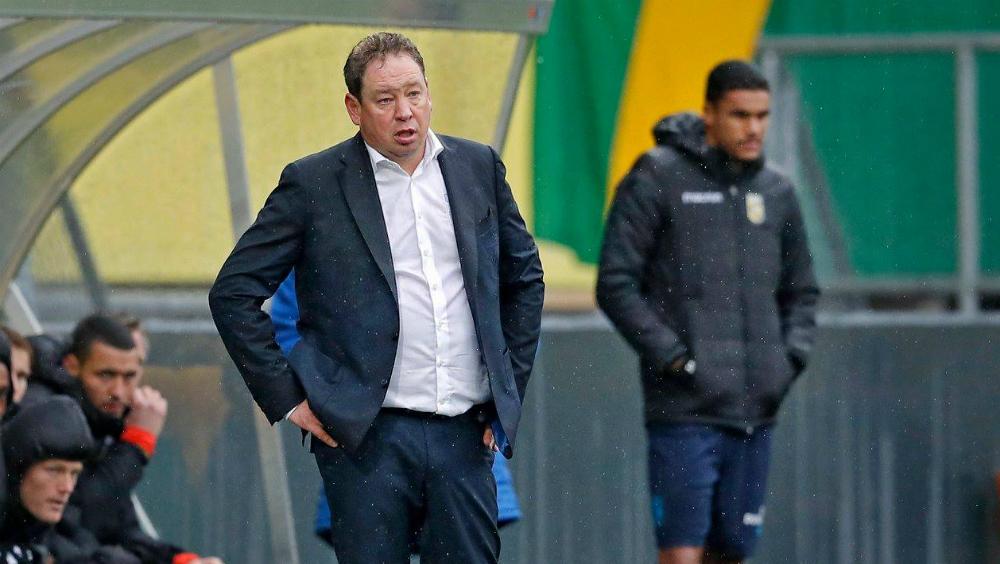 Sancionan a director técnico que criticó al 'Chucky' Lozano - Foto de Vitesse