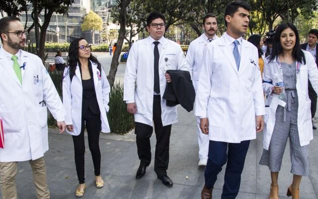 CNDH llama a garantizar servicio médico ante caso de médicos residentes - Foto de NotimexJosé Pazos