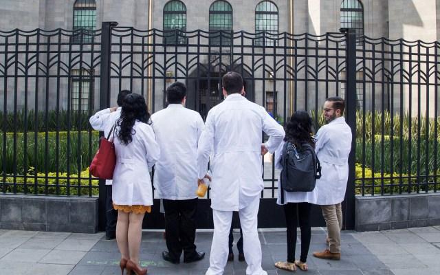 Cubierto el pago a prácticamente todos los médicos residentes - Foto de Notimex