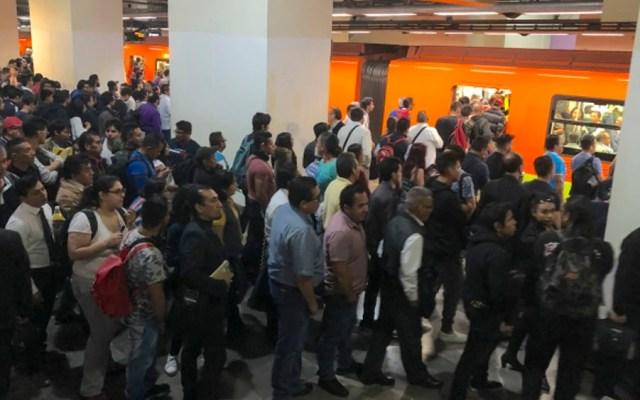 Alta concentración de usuarios en líneas 1, 3, 7 y A del Metro - Foto de Notimex