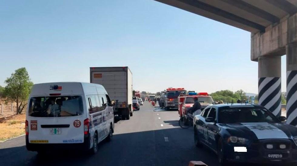 Reabren la México-Tulancingo tras choque de pipa contra autobús - Foto de @PF_Carreteras