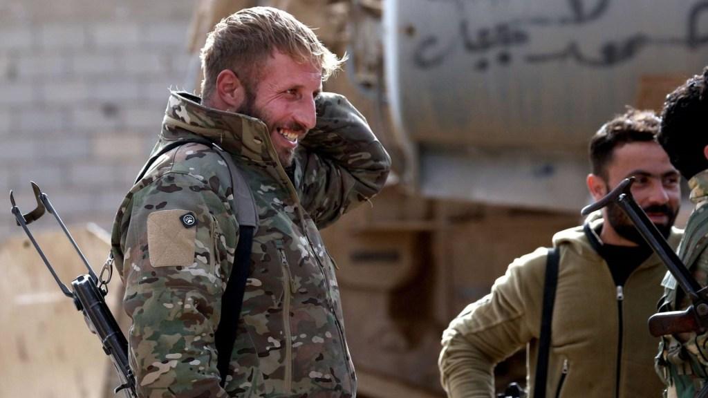 Trump critica a países europeos por no repatriar a yihadistas presos en Siria - Miembros de las Fuerzas Democráticas Sirias. Foto de AFP / Delil Souleiman